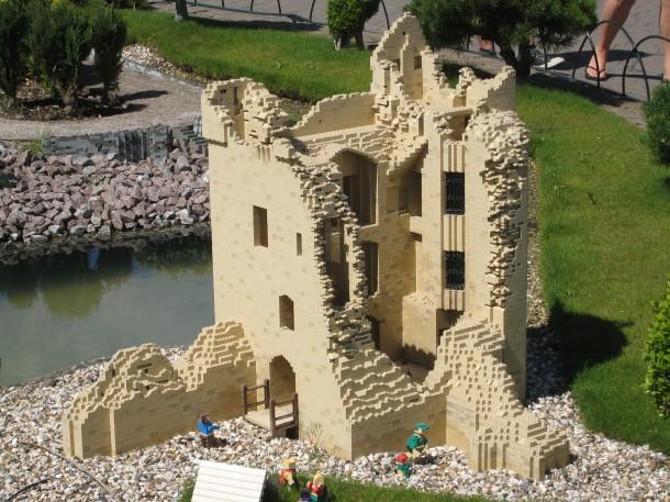 100709 16 Windsor, Legoland, urquhart castle